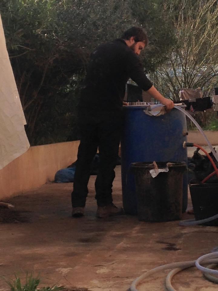 Pau Sureda preparing the flotation station