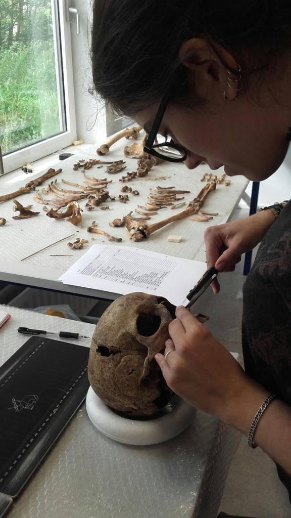 Mar Vergara working at the lab