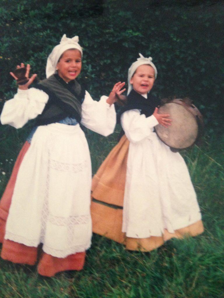 Children with Asturian costumes
