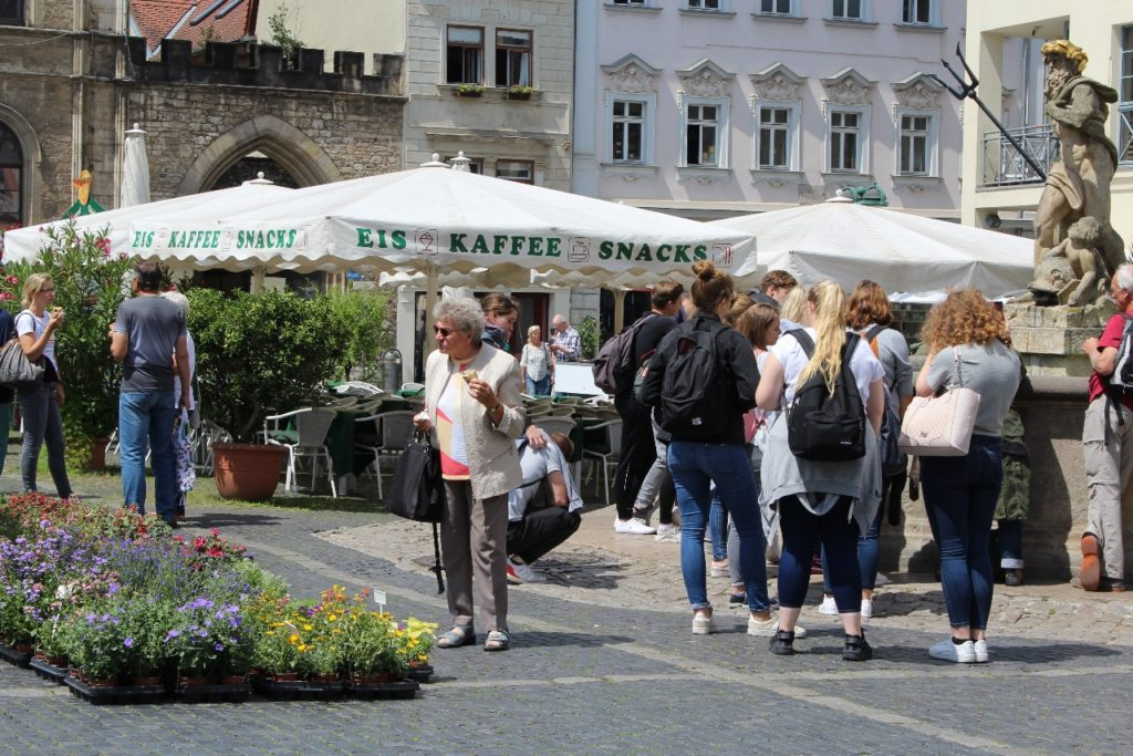 Weimar: different generations, same meeting point – the main square