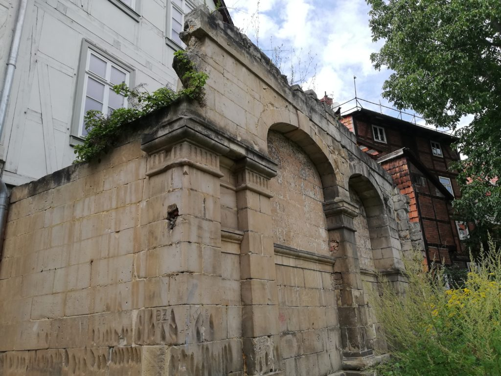 The image shows the remains of the neo-Baroque entrance hall, built in 1879, to the Baroque Synagogue.