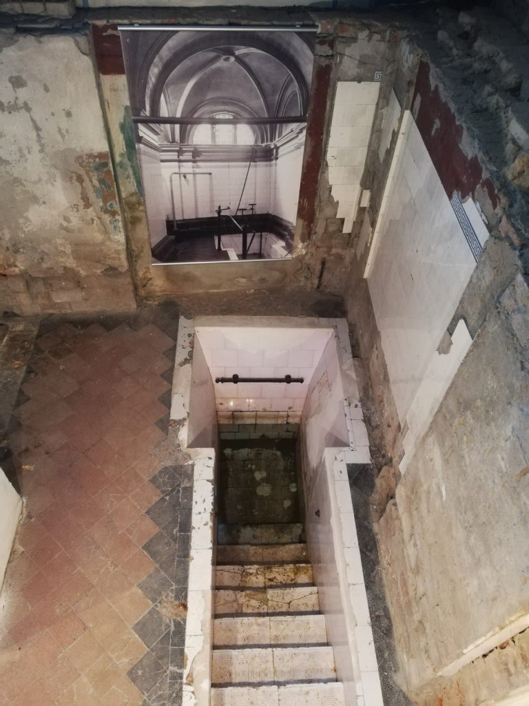 The image is of the Mikveh portion preserved by the Moses Mendelssohn akademie