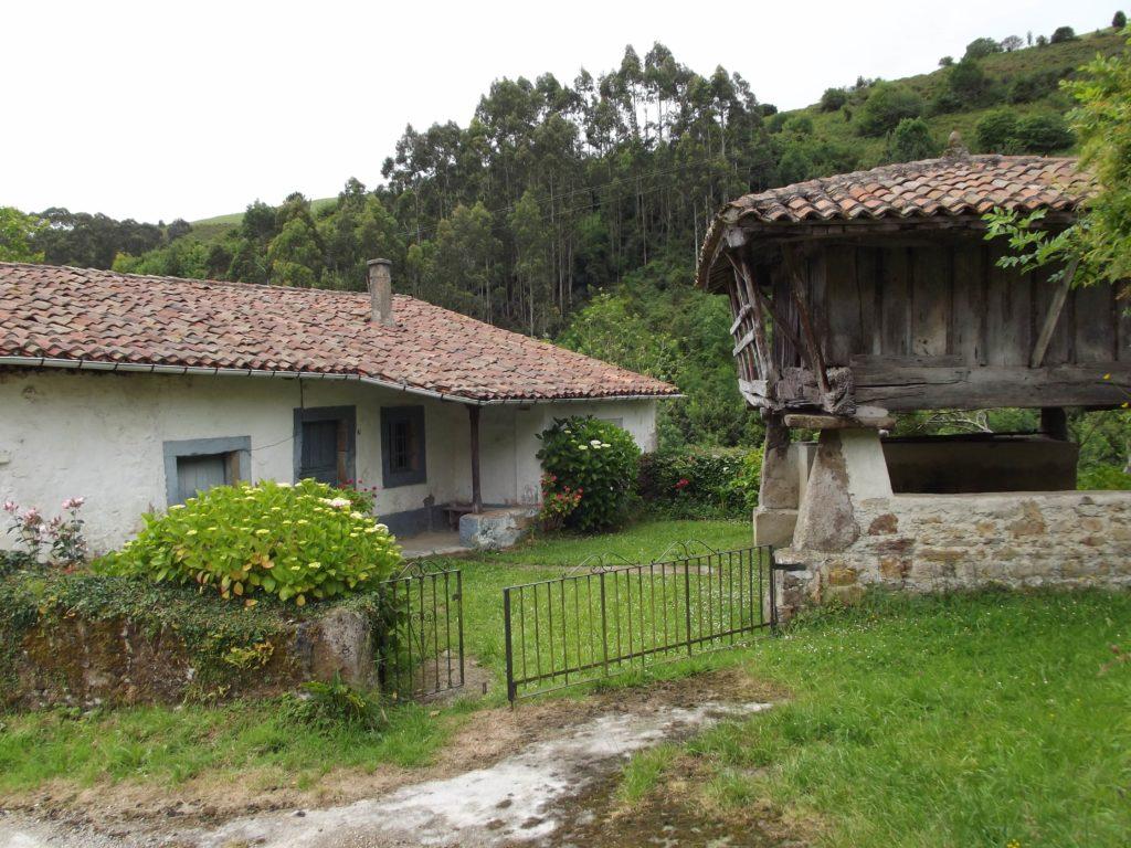 """Hórreo"" next to a house"